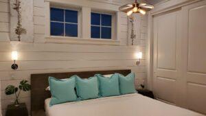 Bedroom 5: King bed with en-suite bathroom